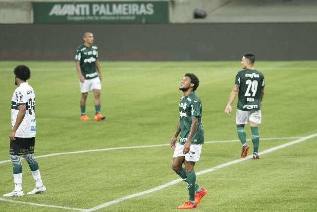 Palmeiras perde do Coritiba, a 3ª seguida no Brasileiro, e Luxemburgo pode cair