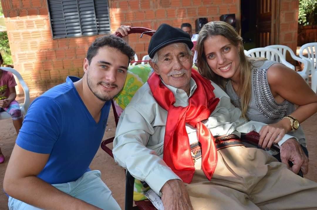 Raphael, Alyne e Seu Martins no último anivesário deles (Foto: Paulo Francis)