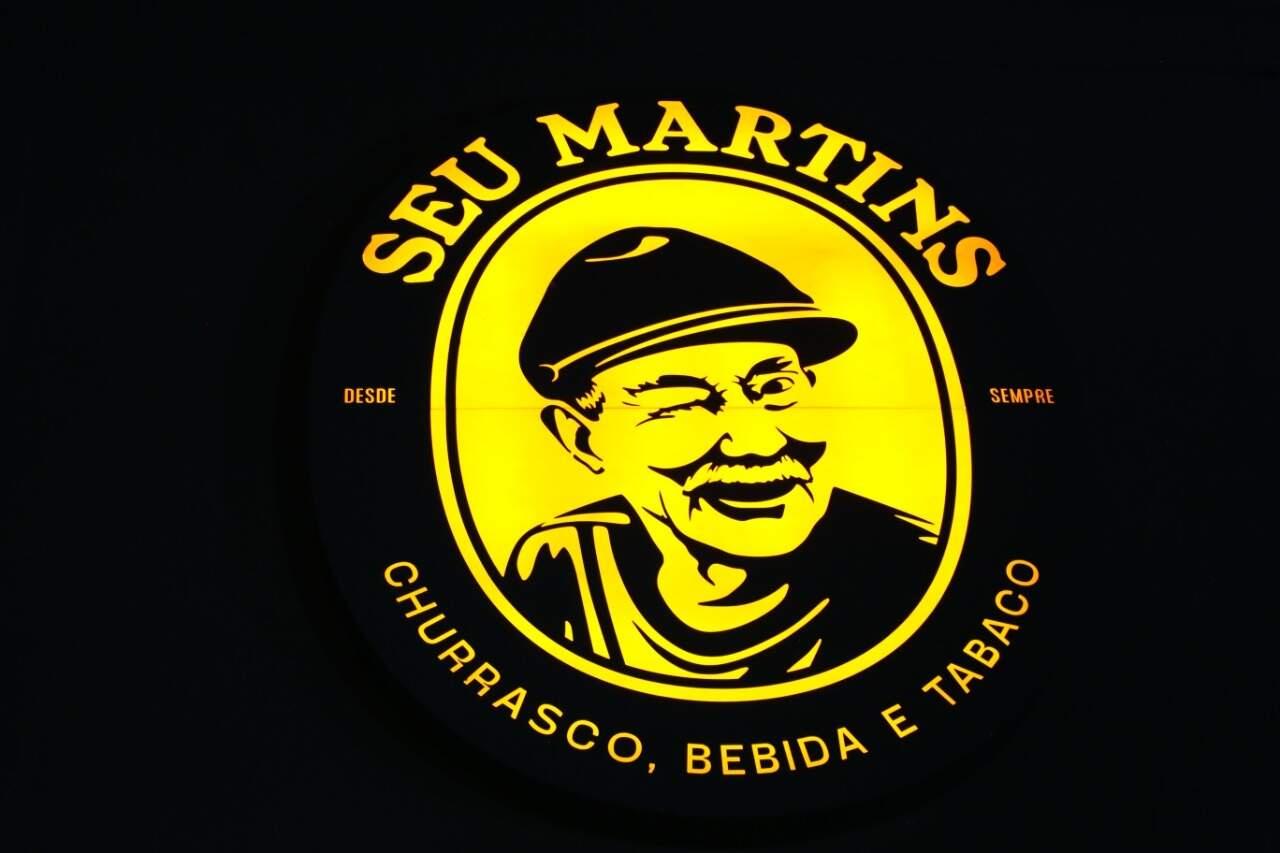 Logo da conveniência Seu Martins feita com a foto dele (Foto: Paulo Francis)