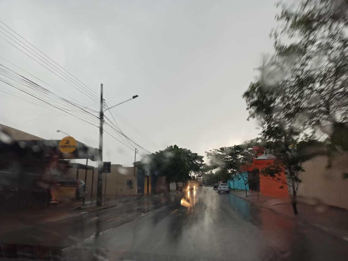 Bairros da Capital estão sem energia a 24 horas. (Foto: Kisie Anoiã)