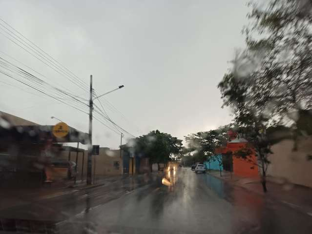 Seis bairros da Capital estão sem energia há mais de 24 horas