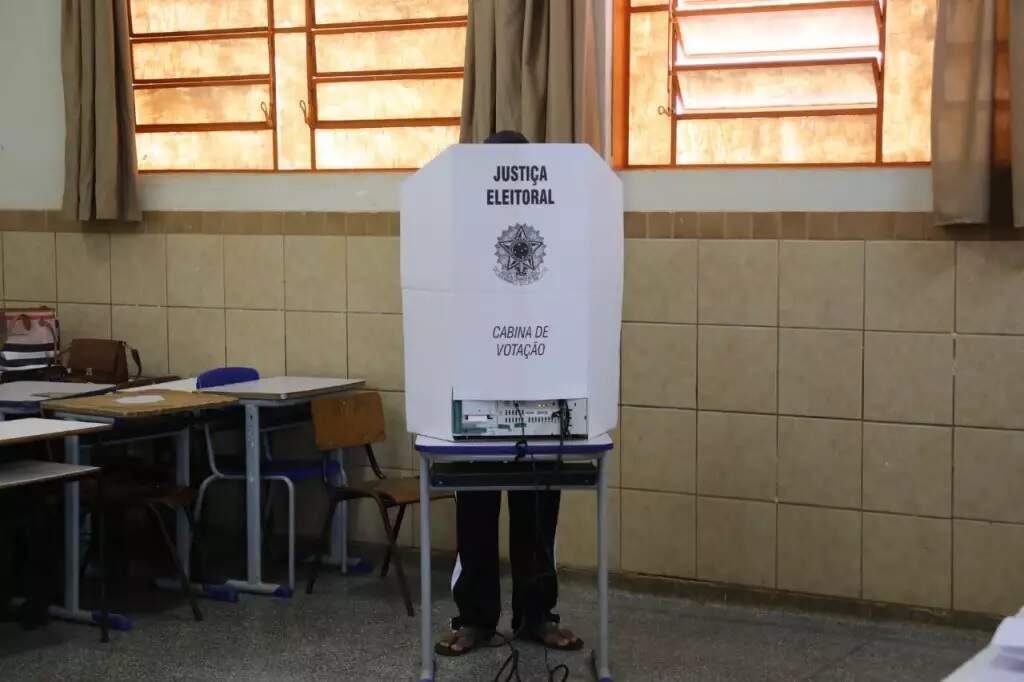 Eleitores durante votação em Campo Grande, em 2018 (Foto: Paulo Francis - Arquivo)