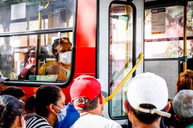 Prefeitura libera passe do estudante e 50% dos passageiros em pé