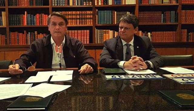Live de Bolsonaro faz especialista do Facebook pedir demissão, diz revista