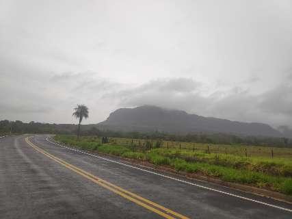Chuva de 27,6 mm teve queda de granizo e ventos de até 48 Km/h no interior