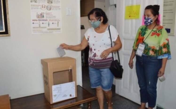 Consulado da Bolívia em Corumbá ficou apto a receber 210 eleitores que moram no Brasil (Foto: Diário Corumbaense/Leonardo Cabral)