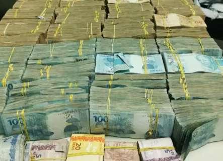 Bolivianos são presos com mais de R$ 1,5 milhão em táxi