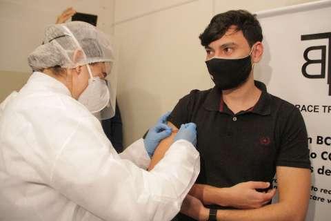 Fonoaudióloga e enfermeiro são primeiros em testes da vacina BCG contra covid