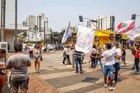 Campanha atípica ganha espaço nas ruas, mas mantém foco na internet