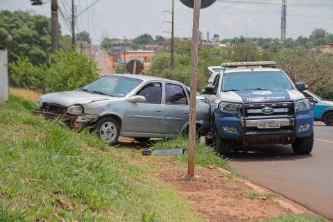Condutor atinge viatura da PM durante tentativa de fuga no Jardim Seminário
