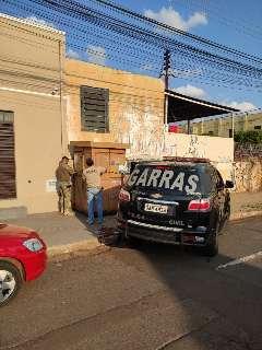"""Apontadores tentam """"driblar"""" policiamento, mas são flagrados pelo Garras"""