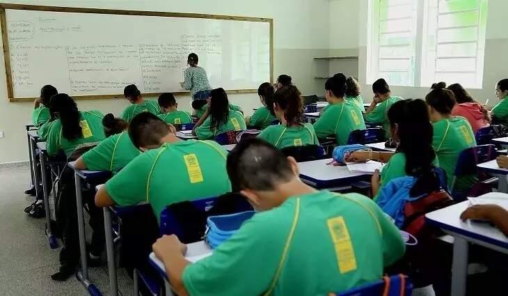 Alunos da rede estadual de ensino durante aula, antes da pandemia (Foto: Divulgação - Governo MS)