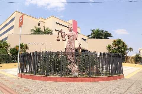 Ladrão é rendido por vítimas e bate a cabeça ao tentar pular muro no Jd. Tijuca
