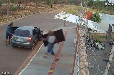 "Sem dificuldades, ladrões invadem casa considerada ""segura"" no Jardim Jerusalém"