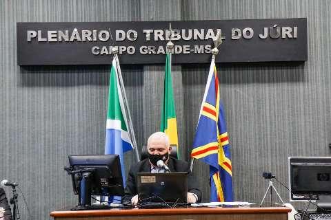 Defesa de réu falta, recebe multa de R$ 10 mil e julgamento é cancelado