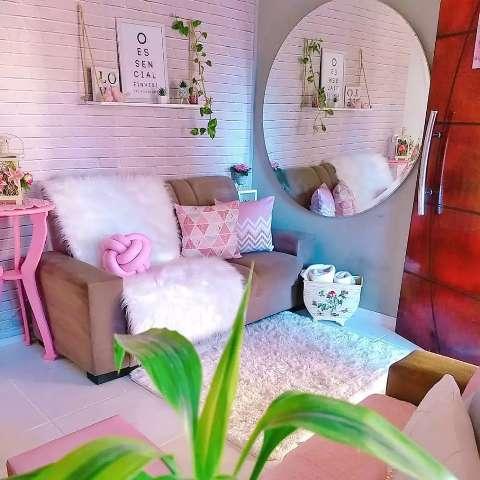 Thais ensina como ter casa colorida e decorada com pouca grana