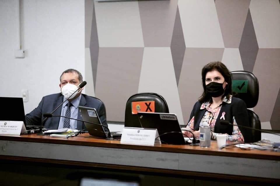 Kassio e Simone Tebet durante a sabatina. Eles também chegaram juntos à reunião na CCJ (Foto: Ascom Simone Tebet)