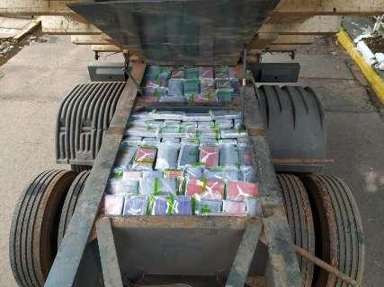 Polícia encontra quase 440 quilos de cocaína em caçamba bitrem na fronteira