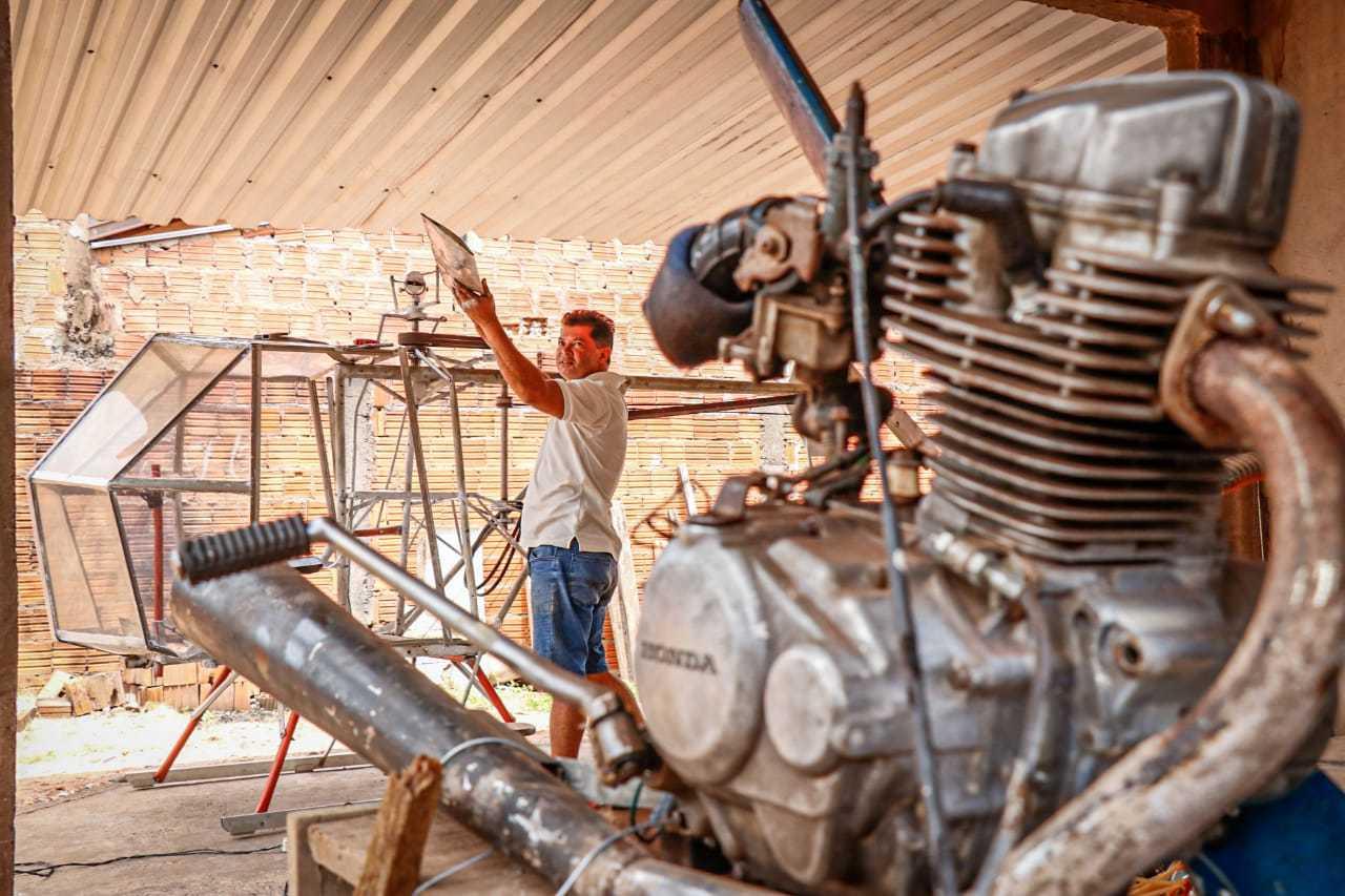 Motor velho de 120cc (Foto: Henrique Kawaminami)