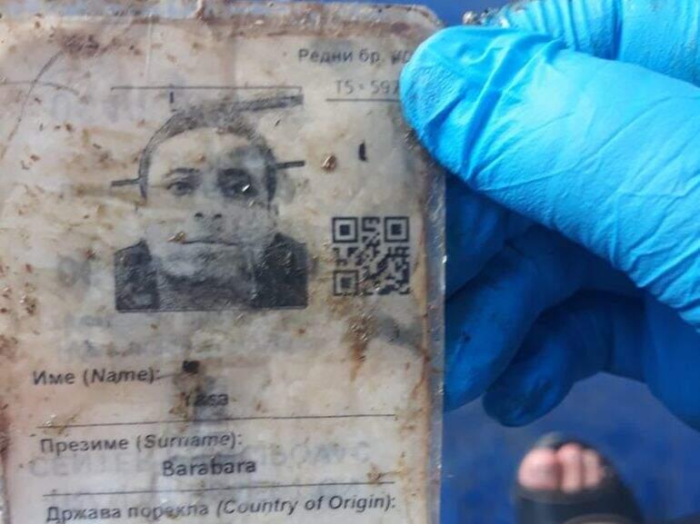 Passaporte de Yasa Barabara, encontrado em container onde estavam os corpos (Foto: ABC Color)