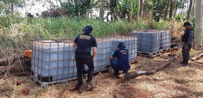 5.236 litros de defensivos agricolas foram apreendidos na operação conjunta. Foto: (Divulgação/ Ministério da Agricultura)