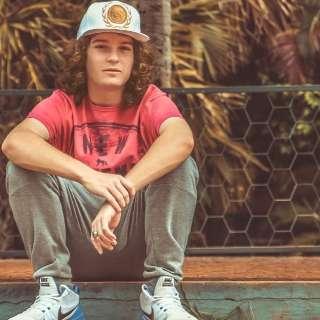 """Aos 18 anos, Ayach quer despontar no hip-hop com clipe """"Vênus"""""""