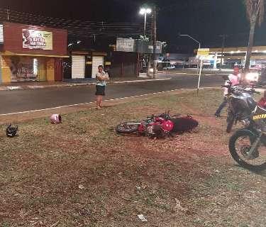De moto, adolescente foge de guardas e cai após furar sinal