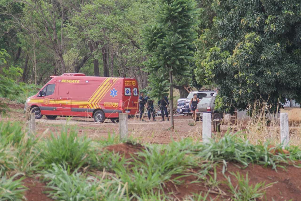 Equipes dos bombeiros e da PM foram acionadas (Foto: Silas Lima)