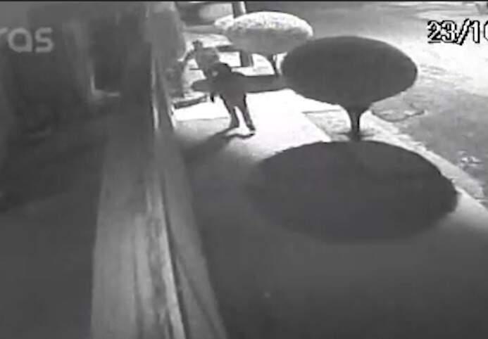 Imagens do circuito de segurança mostram invasão à casa no São Bento (Foto/Reprodução)