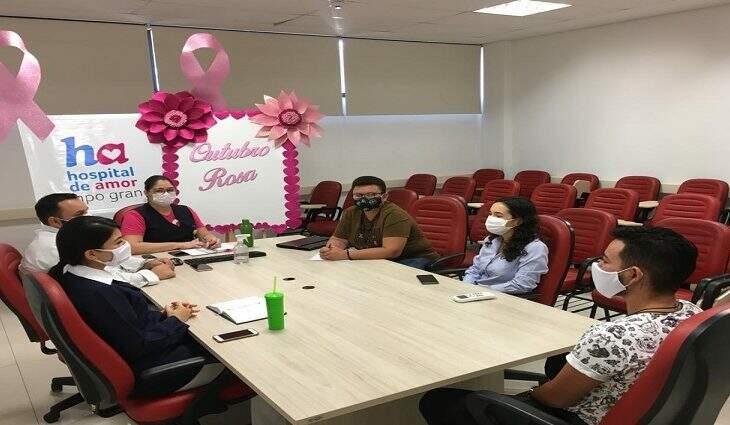 Reunião da Subsecretaria Estadual de Políticas Públicas LGBT aconteceu na tarde desta sexta-feira junto à direção do Hospital do Amor. (Foto: Divulgação)