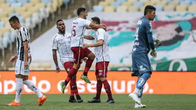 Fluminense bate Santos por 3 a 1 e entra no G4 do Brasileirão