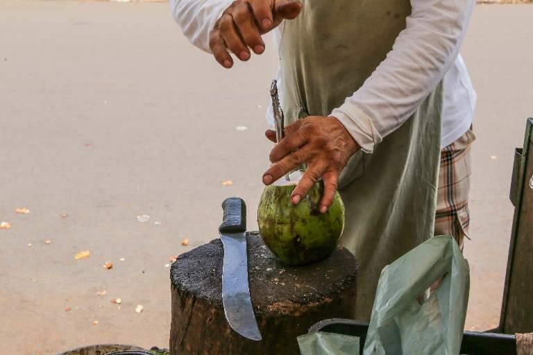 """Quem vende água de coco tem """"respiro"""" com fluxo no Parque das Nações Indígenas"""