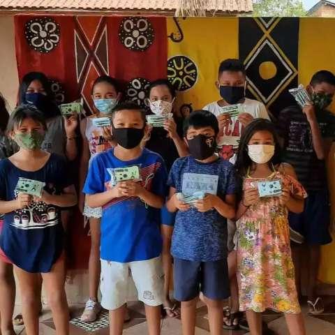 Crianças unem orgulho da cultura terena com arte mineira em livro