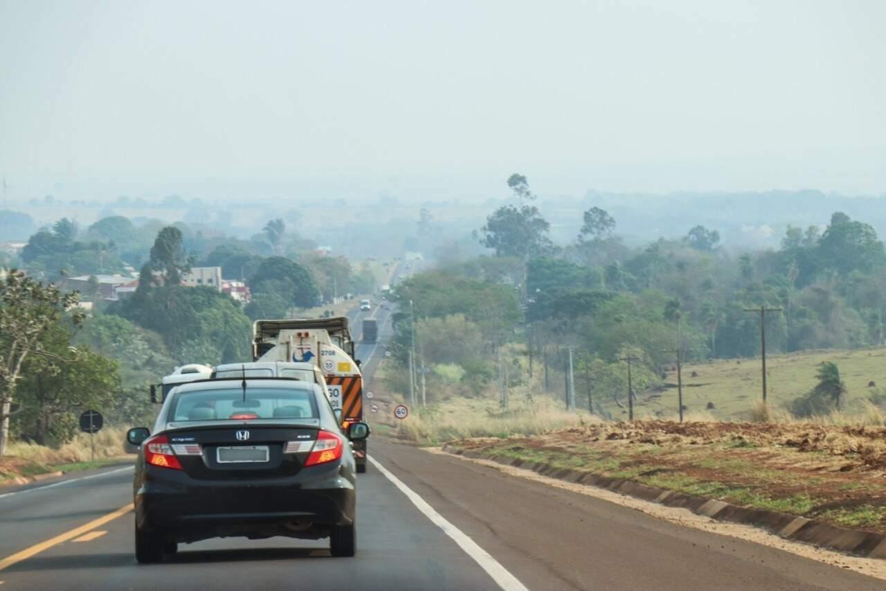 Veículos em trecho da movimentada BR-163. (Foto: Arquivo/Campo Grande News)