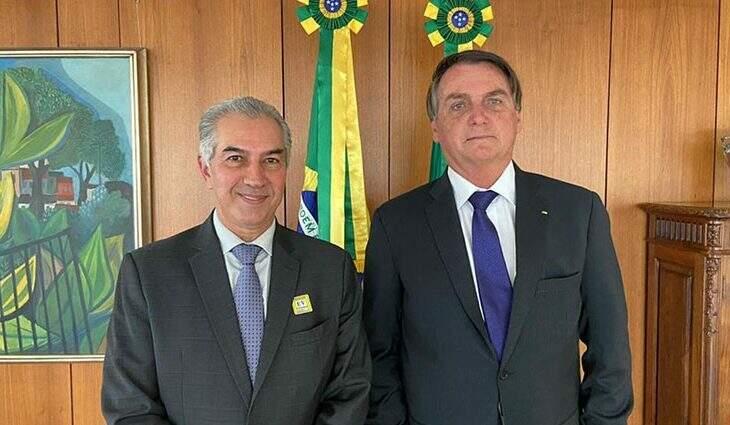 Reinaldo Azambuja ao lado do presidente Jair Bolsonaro, durante encontro, nesta segunda-feira (Foto: Divulgação/PR)