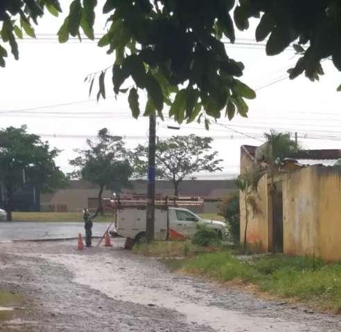 Um dia após temporal, moradores de 5  bairros ainda enfrentam falta de luz