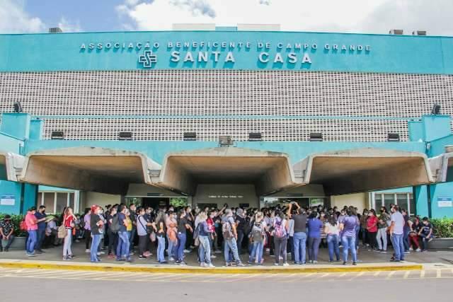 Sem reajuste, enfermagem da Santa Casa decide ir à Justiça e não descarta greve