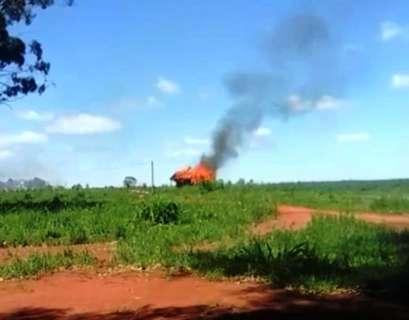 Confronto entre campesinos deixa um morto, além de feridos e barracos queimados