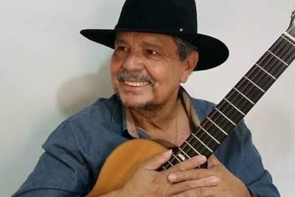 """Aurélio Miranda vai """"chorar sua viola"""" na live (Foto: Reprodução/Facebook)"""