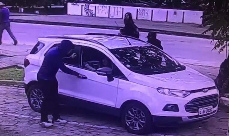 Carro roubado em Florianópolis e que seria trocado por drogas em MS (Foto/Reprodução)