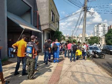 Aglomeração de motoentregadores chama atenção no Centro de Campo Grande