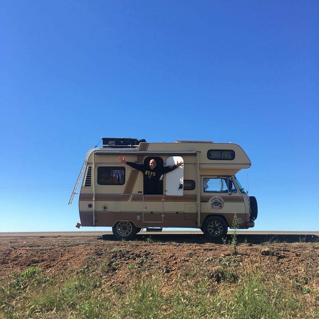 Na Kombi do tio, Glória viajou os quase 1800 km que separam Itacaré de Campo Grande (Foto: Arquivo Pessoal)