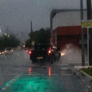 Chuva com ventos de 54 km/h deixou 4,5 mil moradores sem luz em Campo Grande