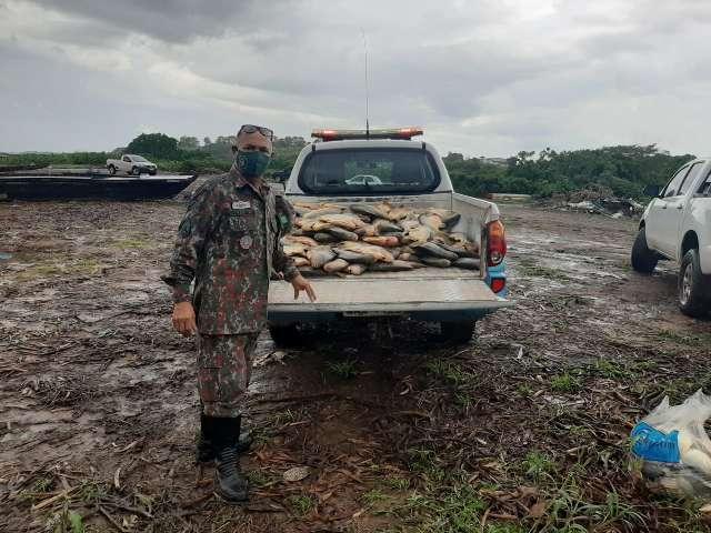 Polícia apreende 314 kg de peixes e multa pescadores em R$ 35 mil