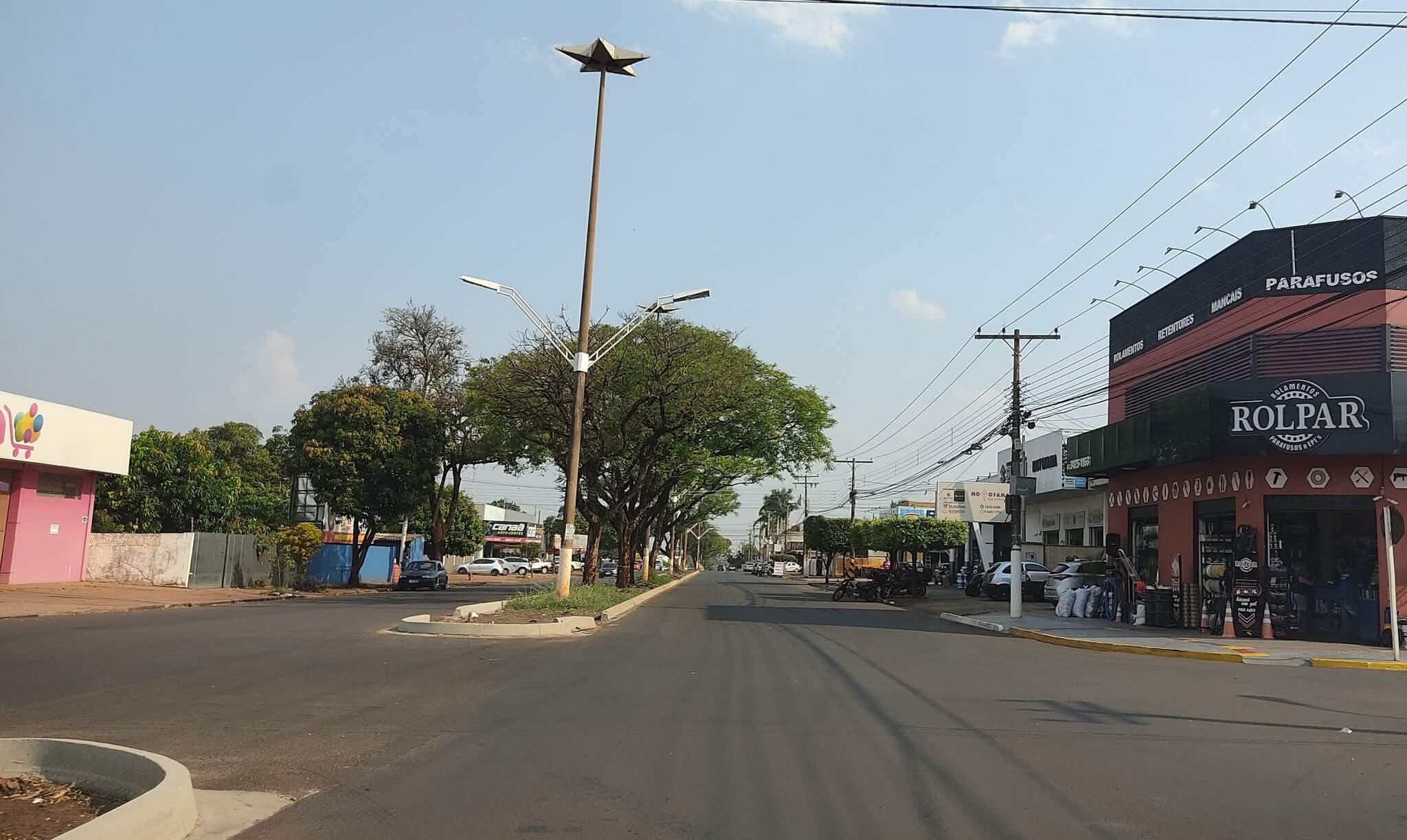 Obra feita pelo Governo do Estado na Avenida Hayel Bon Faker, em Dourados (Foto: Helio de Freitas)