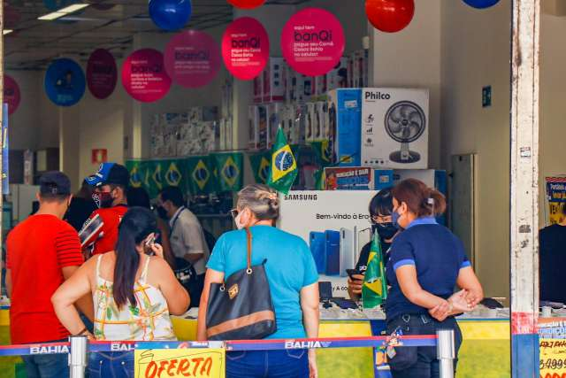 Salários em circulação na economia cai R$ 12,256 bilhões em um ano, diz IBGE