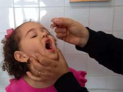 Com baixa procura, vacinação contra polio seguirá até zerar estoques