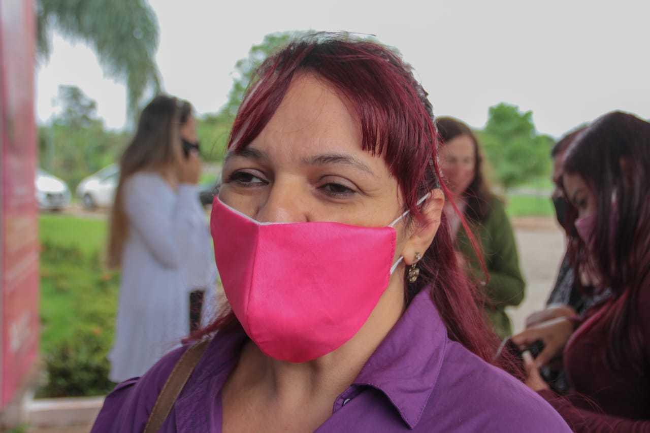 Andréia fala das dificuldades que esbarra logo no atendimento. (Foto: Marcos Maluf)
