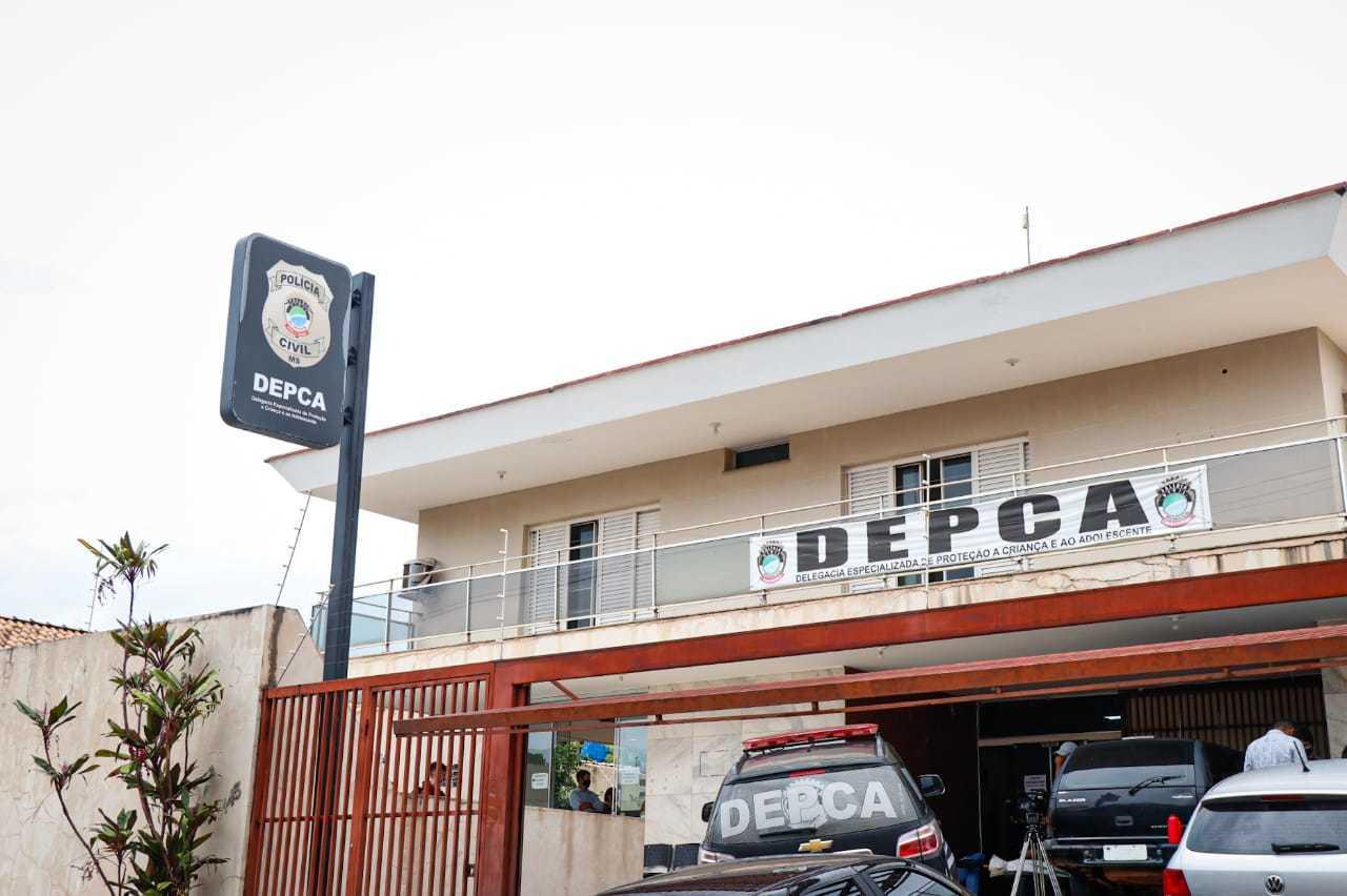 Presos foram levados para a DEPCA (Delegacia Especializada em Proteção à Criança e ao Adolescente). (Foto: Henrique Kawaminami)