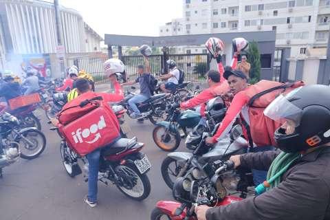 Novo protesto de motociclistas ganha apoio de moradores contra racismo